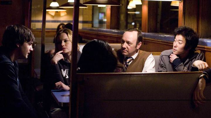 21 – Kevin Spacey, Kate Bosworth, Jacob Pitts, Jim Sturgess and Aaron Yoo Sitting
